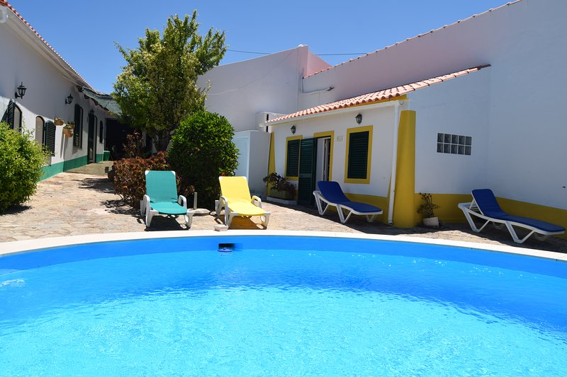Casas Azul&Verde - 2 Cottages & Pool, vacation rental in Paderne