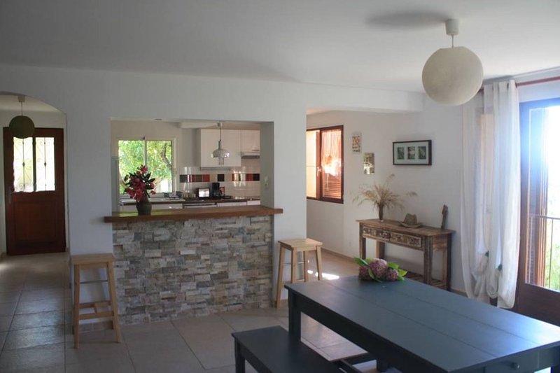 Blick auf den Eingang und Küche