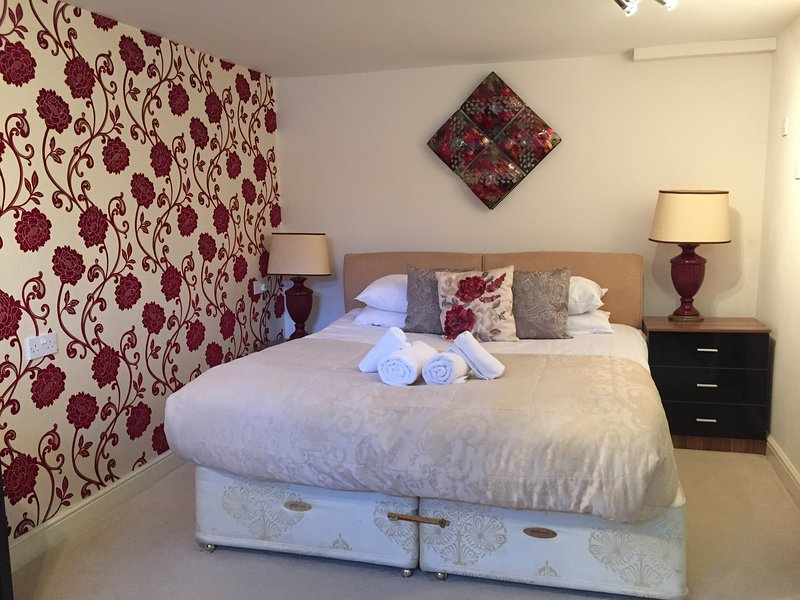 Quiet Studio Apartment with stunning views of Bath, holiday rental in Priston