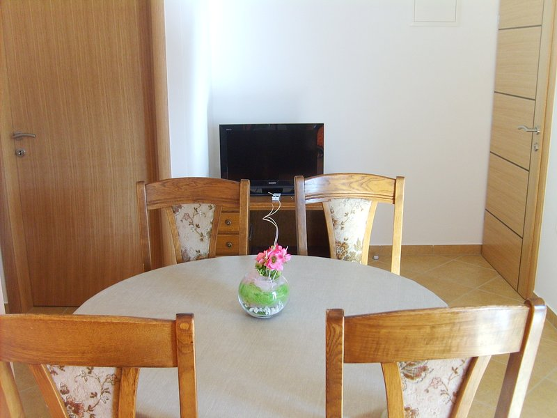 Apartments Marta- newly built, fully equipped.  Located 30 meters from the sea., alquiler vacacional en Starigrad-Paklenica