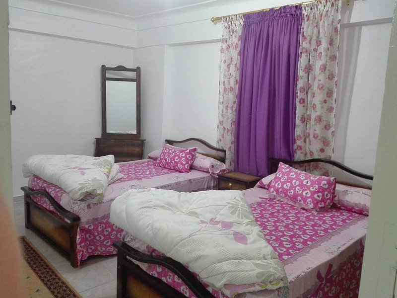 Bed room with 2 single bed
