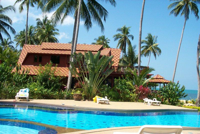5BR Thai teak hus precis vid stranden med infinity pool