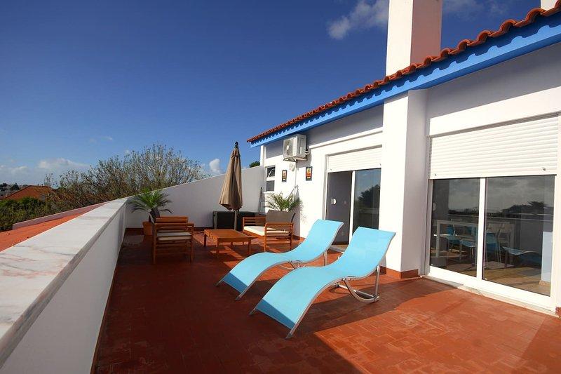 Carcavelos Beach Penthouse, holiday rental in Sao Domingos de Rana