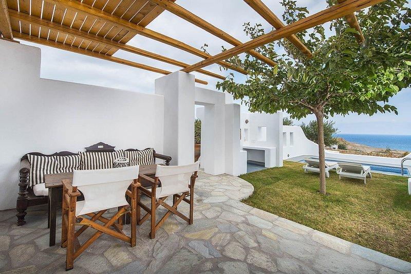 Villa Vorias, holiday rental in Exo Gialos Thiras