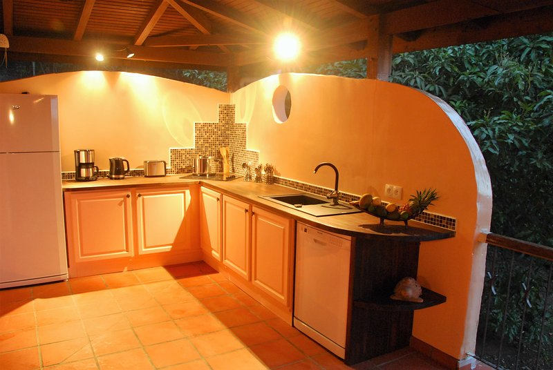 Outdoor kitchen fully equipped ...