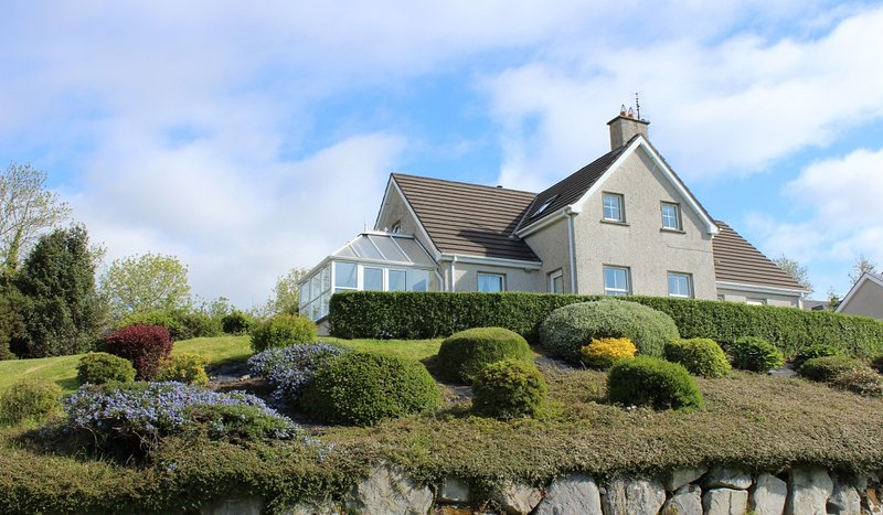 Holiday house in Rathmullan with stunning views, holiday rental in Rathmullan