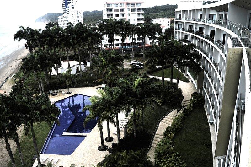Rento Suite para 4 personas un solo ambiente, es parte del Hotel Makana Resort, aluguéis de temporada em Província de Esmeraldas