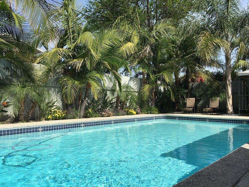 Palm Villa - 4 Bed 3 Bath Resort, Pool/Spa! Spacious! Clean! Walk to Disneyland!, holiday rental in Placentia