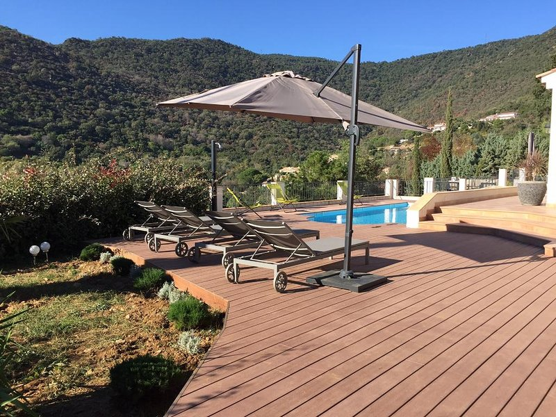 Amazing villa with swimming-pool, casa vacanza a Rayol-Canadel-sur-Mer