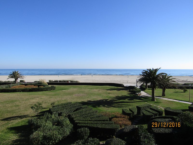 Sea 50 meters with direct access to the beach; Sea View Apartment