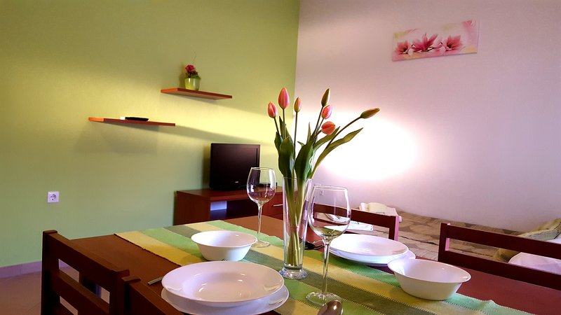 Apartments Marta- newly built, fully equipped. Located 30 meters from the beach, alquiler vacacional en Starigrad-Paklenica