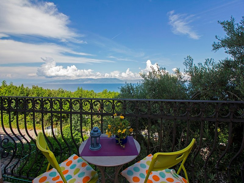 Gorgeous view, beach ca.150m, WiFi 33, holiday rental in Labin
