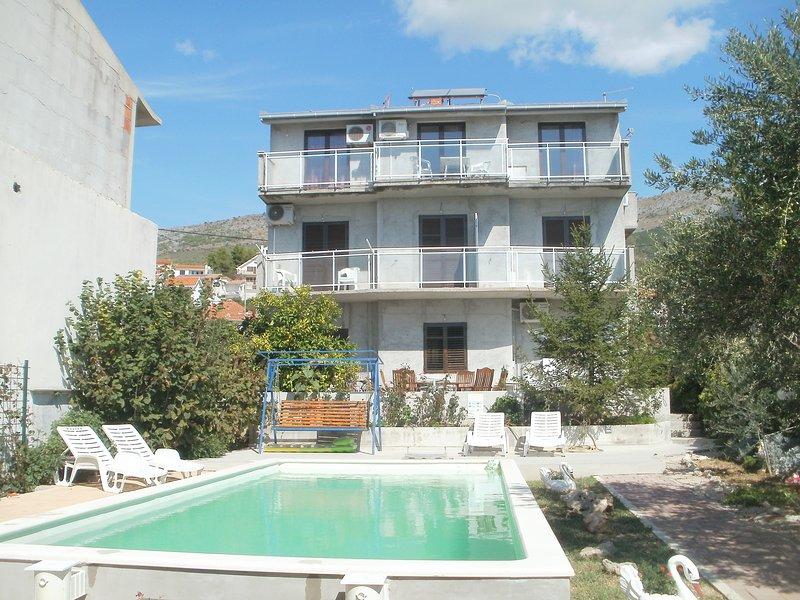 Beach Apartment Toni, holiday rental in Podstrana