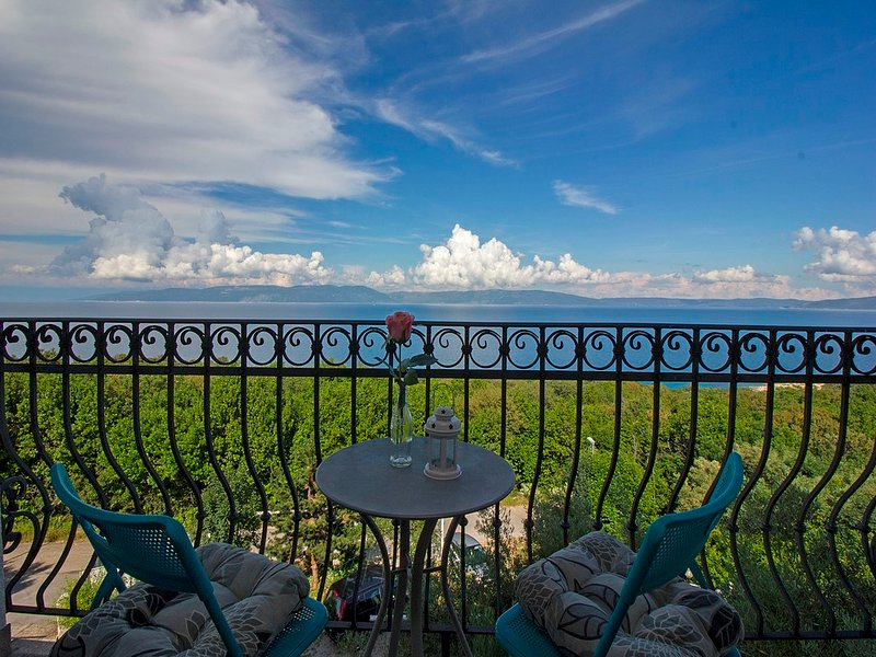 Gorgeous view, near the beach, AC 33, holiday rental in Labin