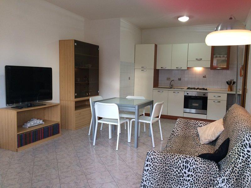 Matteotti House, a 2 km dal mare, trilocale 4 persone, aluguéis de temporada em Cecina