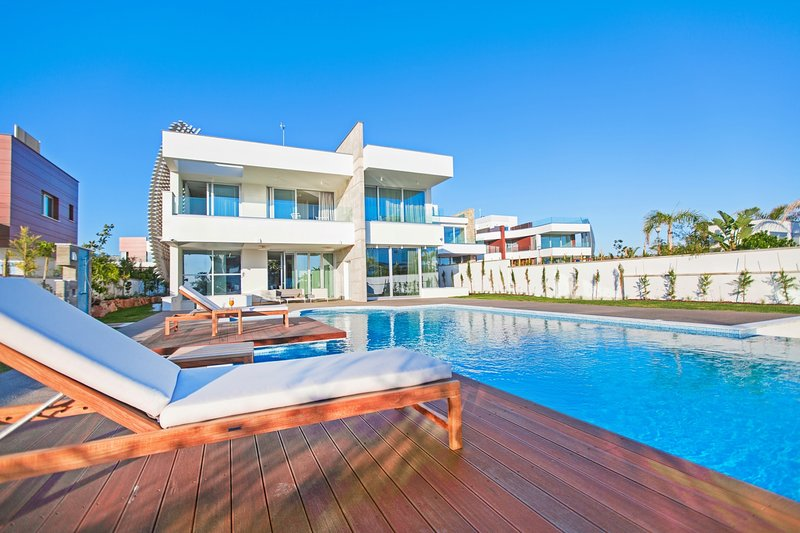 Emerald Villa at Vivo Mare Seafront Residences, vacation rental in Ayia Napa