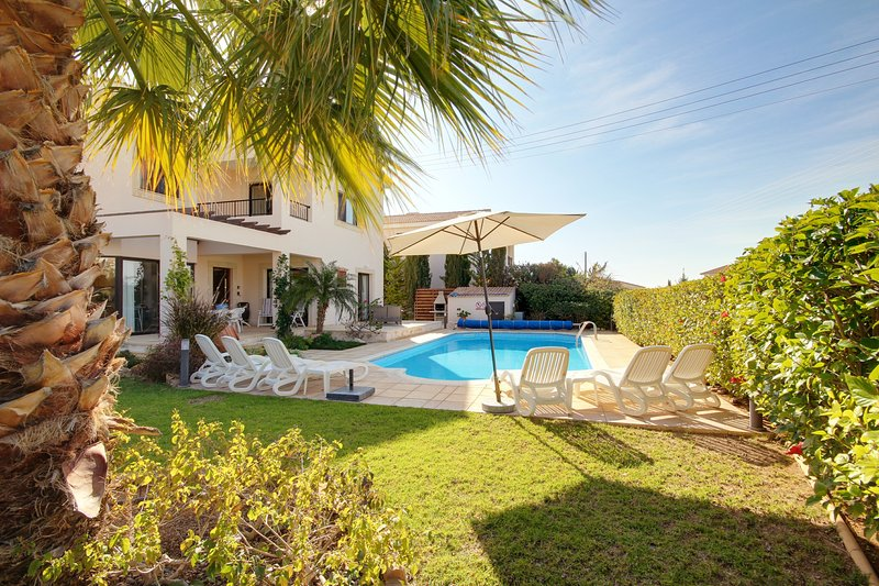 Villa Aphrodite' Rock a Fab 3 bed detached villa with p.pool in great location!, vacation rental in Kouklia