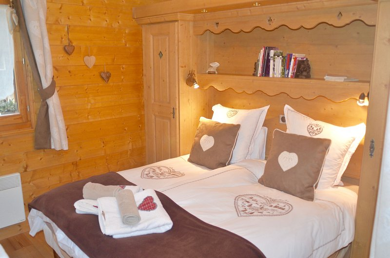 French Alps MGM Aptm Samoens 2 bed,2 bathroom,Ecrins Etoile C9, 624sqf, Central, holiday rental in Samoens