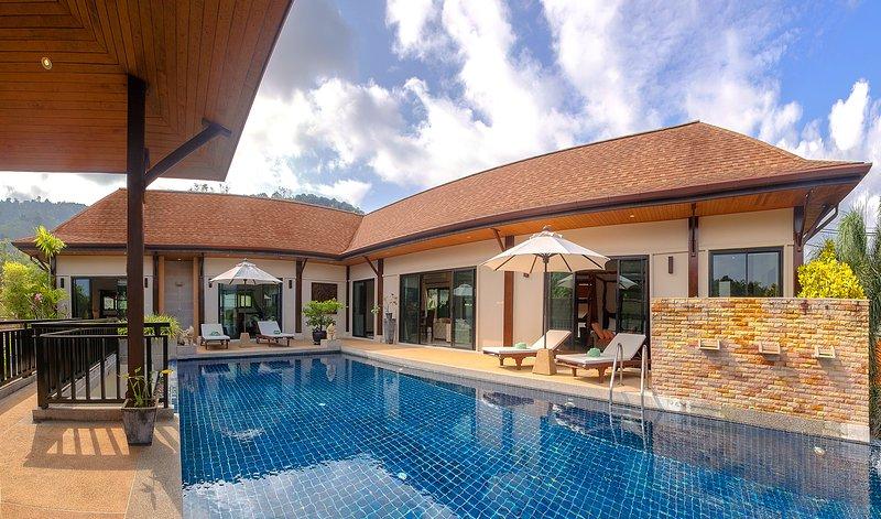 Villa Livadia - 4 Bedrooms, Private Pool, location de vacances à Nai Harn