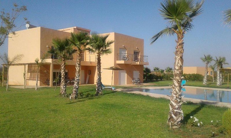 YASMINE. Magnifique villa contemporaine 1 hectare, holiday rental in Lagouassem