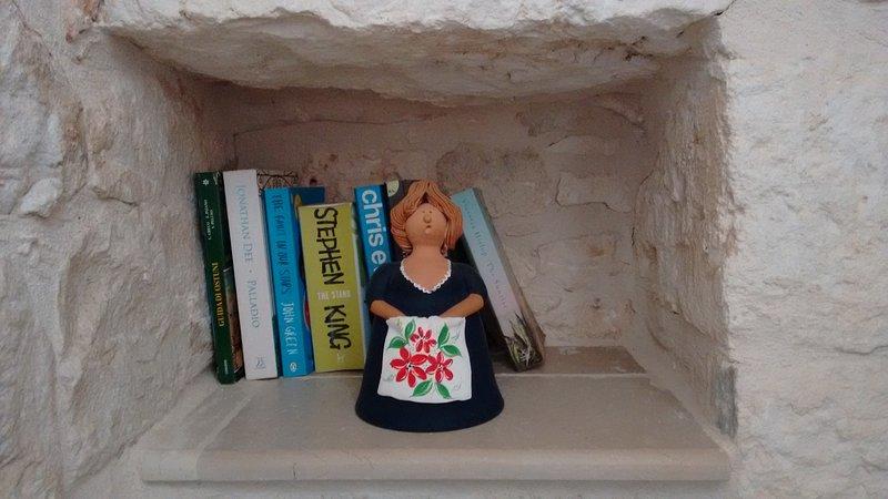 Características: un nicho con una muñeca típica arcilla