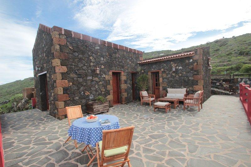 CASA RURAL LA HOJALATA, holiday rental in El Mocanal