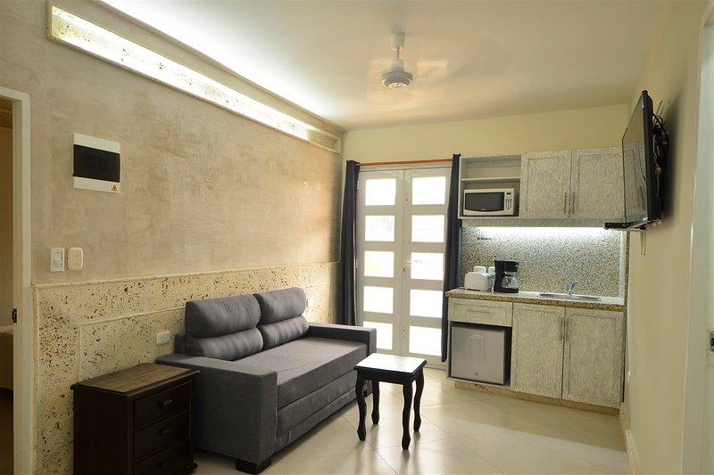 Old City Los Balcones One Bedroom #304 - Balcony/Rooftop Deck - AC/hot H20/WiFi, vacation rental in Cartagena