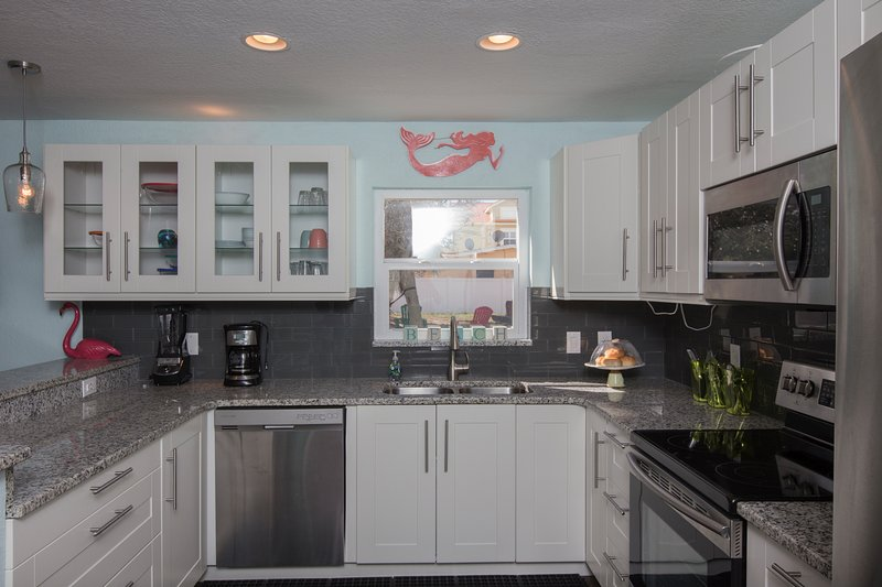 The Salty Pelican Beach House, vacation rental in New Smyrna Beach
