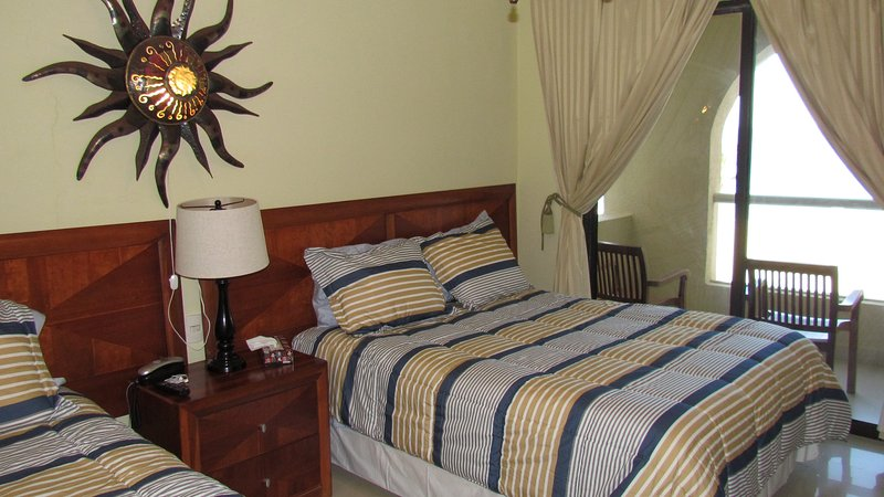 2 queen size beds