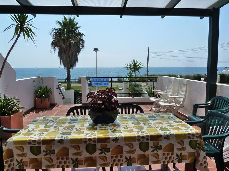 Casa en primera linea de playa con piscina, holiday rental in Vinaros