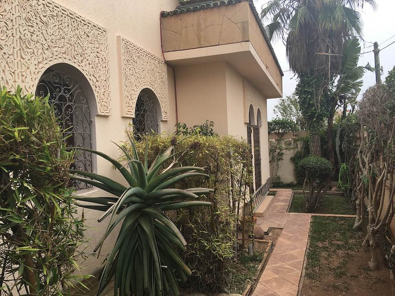 Beach Side Luxurious 4 Bedrooms Villa Ref: 1098, location de vacances à Agadir
