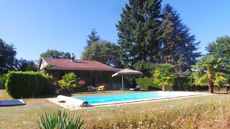 Maison avec piscine, vacation rental in Saint-Geyrac