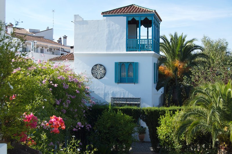 Romantic Moorish tower in Gaucin village with exotic garden & stunning pool., location de vacances à Jimena de la Frontera