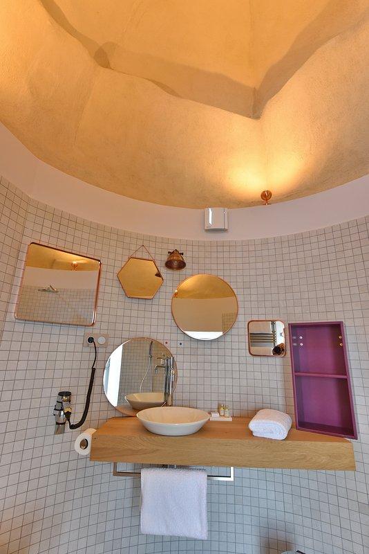 bathroom (PRM access) in the former dovecote