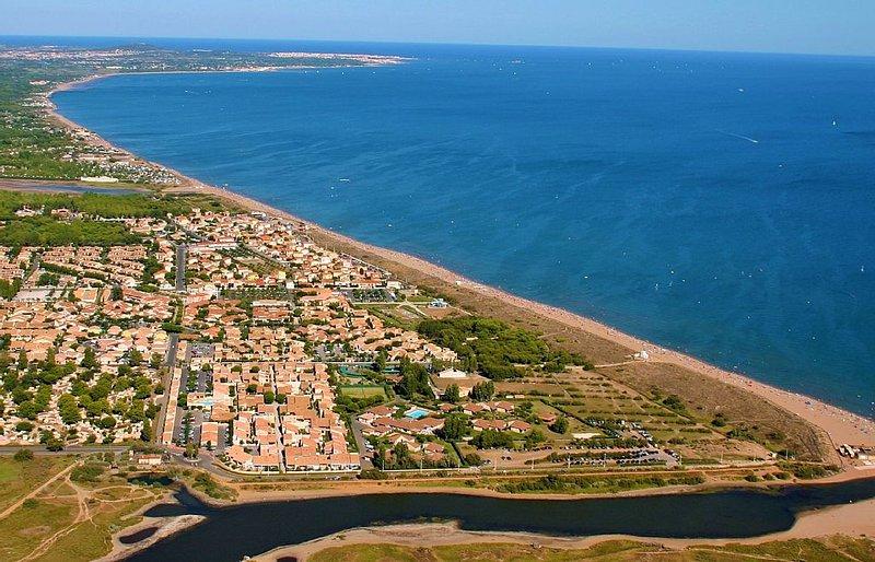 Ferienhäuschen mit Terrasse 120m vom Mittelmeerstrand, vacation rental in Portiragnes