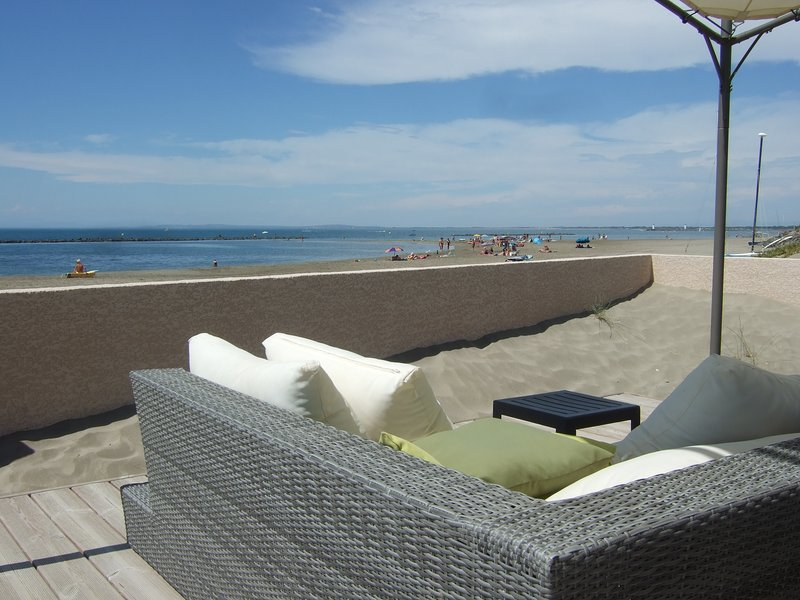 Stunning Beach Front Apartment/Grau d'Agde, holiday rental in Agde