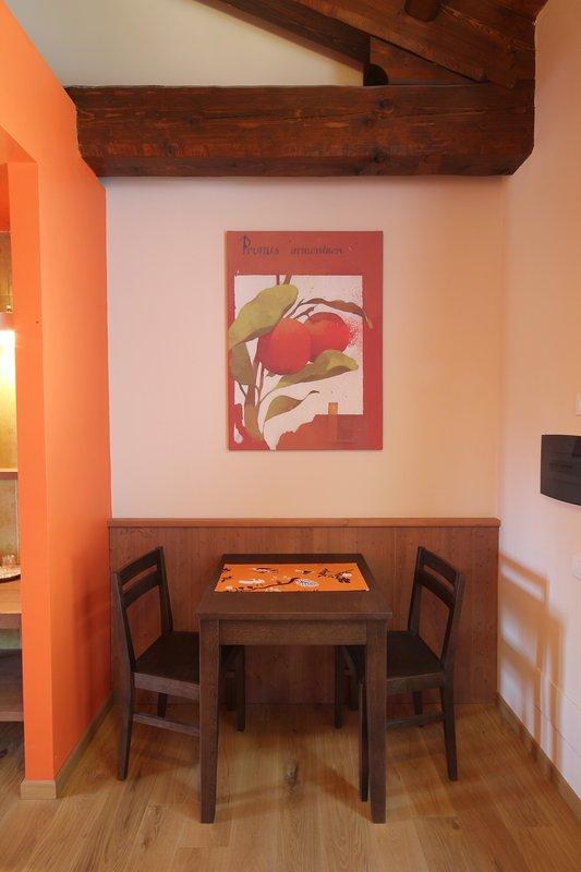 Once it was the haybarn, now is the Biricoccolo room.   Una volta era fienile, ora è il Biricoccolo.