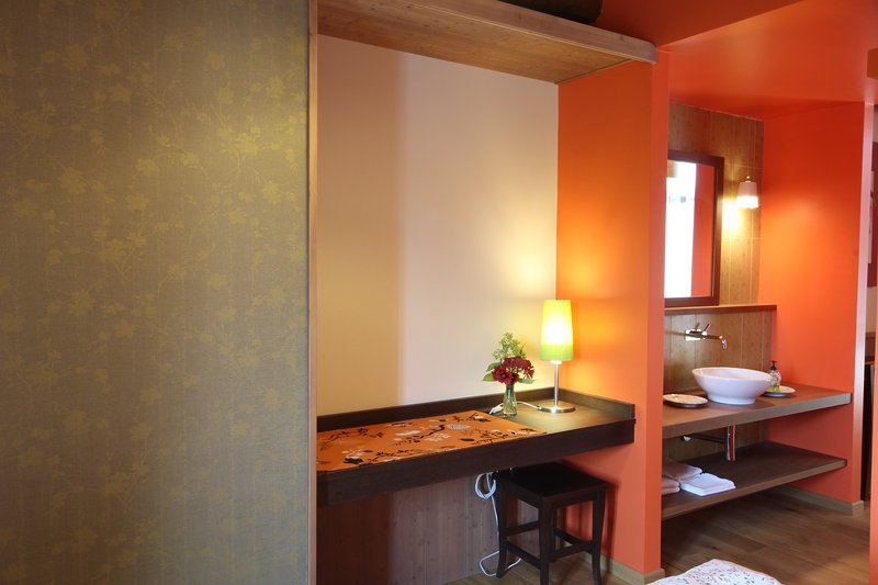 Tetto Garrone, a farm between hazelnuts: Biricoccolo room, vakantiewoning in Boves