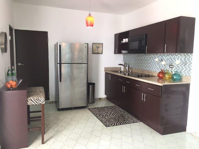linda cocina en un espacio abierto con sala de estar