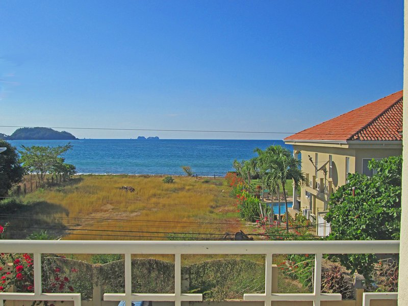 Suenos Del Mar #6 Ocean view 2 bed/2 bath condo w/pool and close to everything!, casa vacanza a Playa Potrero