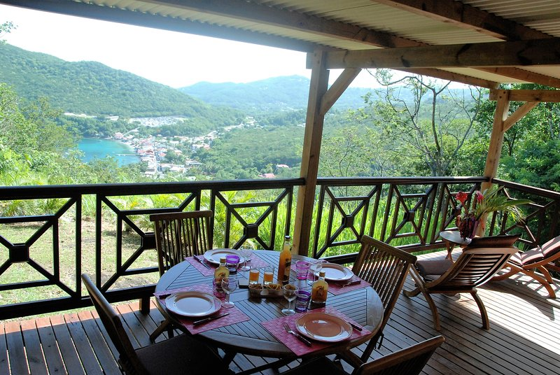 Exceptional view of the sea and the village of Deshaies from Secret Lodge