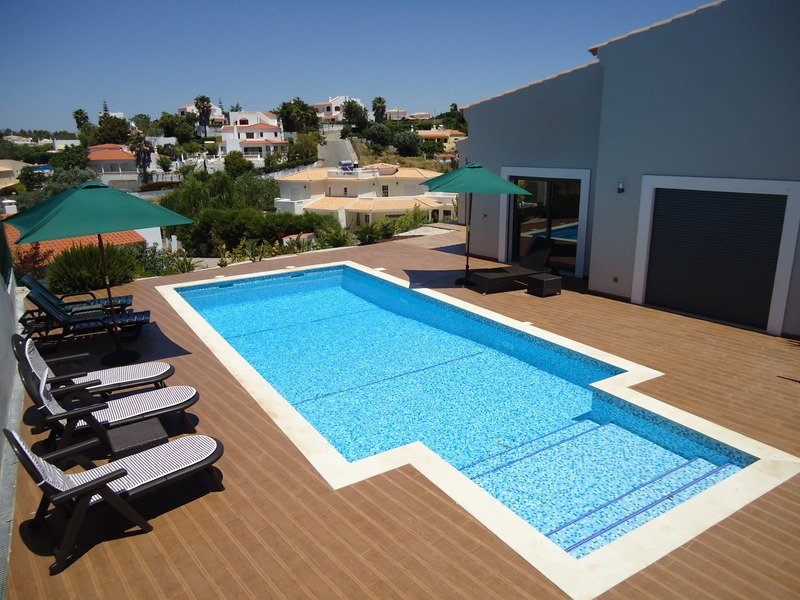 4 Bedroom With Private Pool and Just 300 Meters From The Beach, holiday rental in Carvoeiro