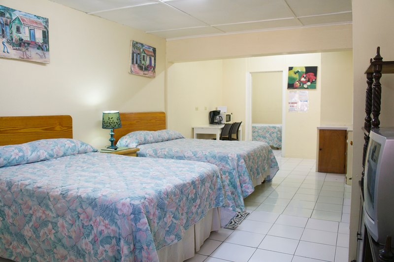 The Irie Inn Room 3, Montego Bay, Hip Strip, vacation rental in Montego Bay