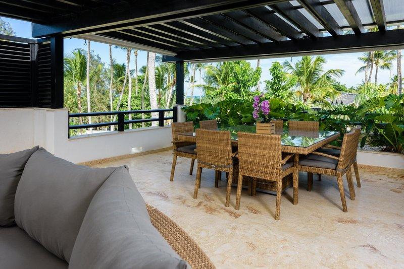 terraza en la azotea con vistas al mar y jacuzzi