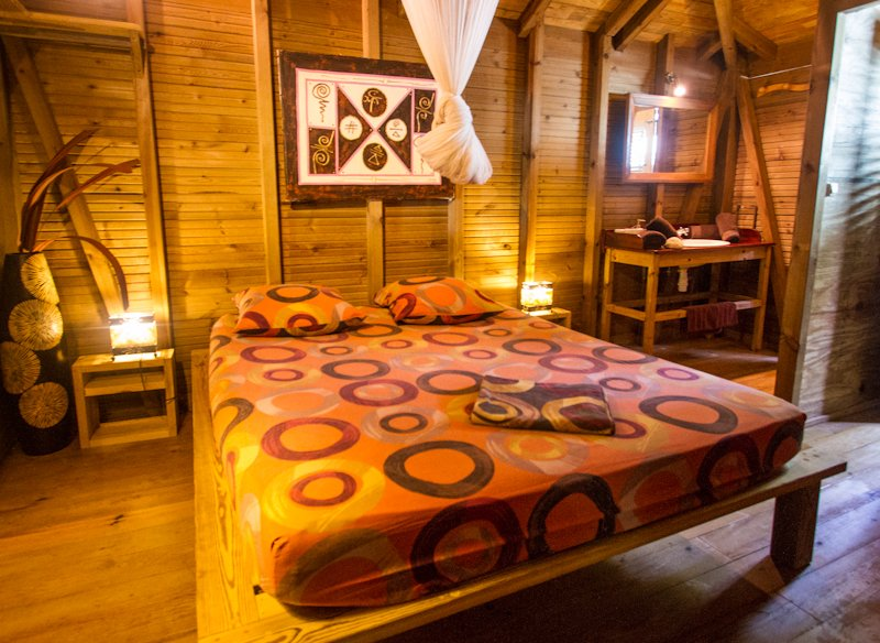 king size bedroom treehouse