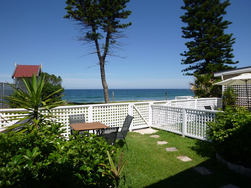 Ocean Apartments 3 at the CoachHouse Narrabeen Beachfront; Apartment 3, holiday rental in North Narrabeen