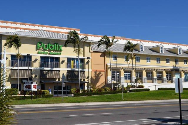 Publix Shopping center, Just around the corner!