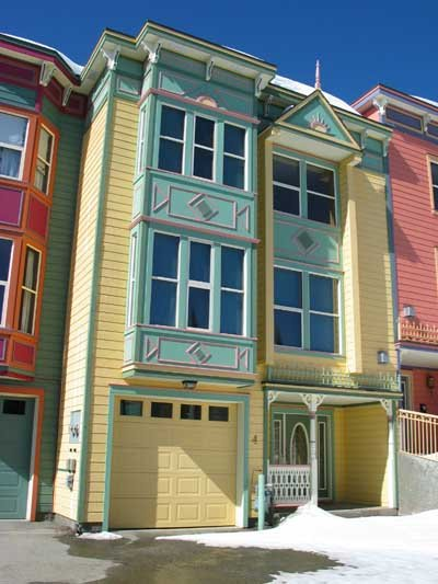 Colourful Townhouse on Knoll