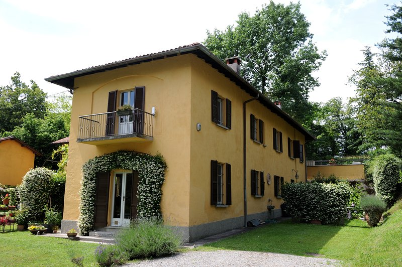 Beautiful countryside house near Como, holiday rental in Villa Guardia