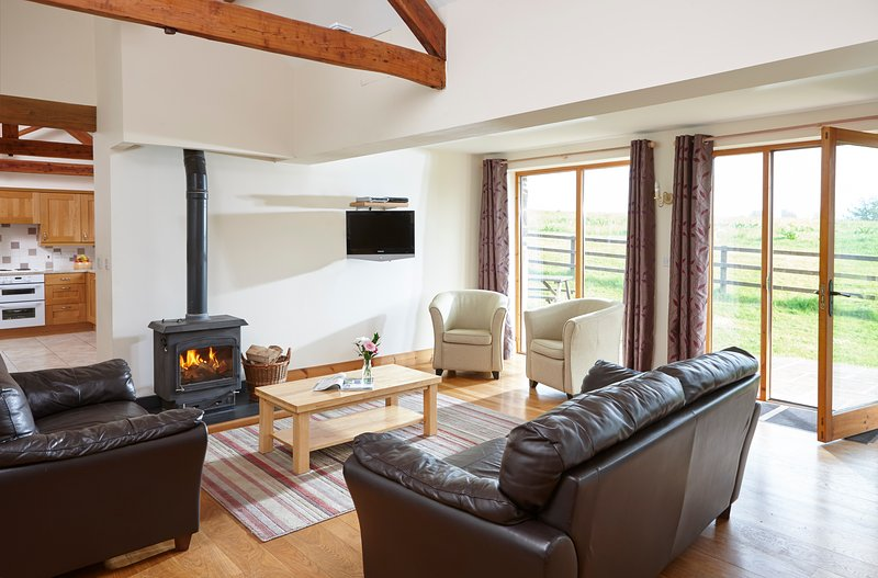 The Linhay, beautiful detached barn at Newhouse Farm Cottages, vacation rental in Knowstone